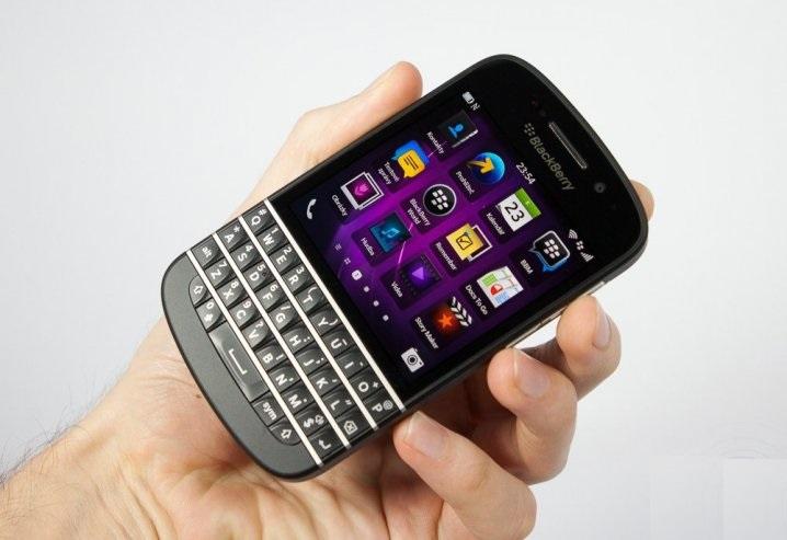 BlackBerry Q10 вид спереди