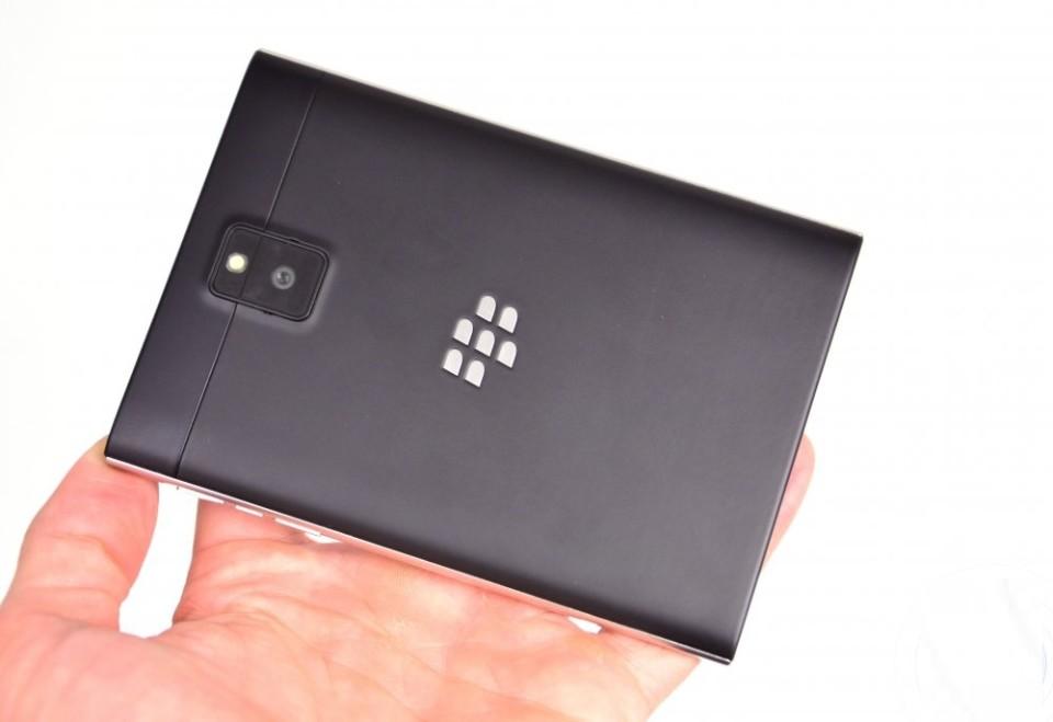 blackberry passport вид сзади