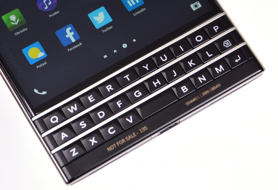blackberry-passport-163328-960x659.jpg